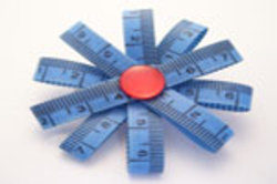 Bluemeasureup_brooch_2